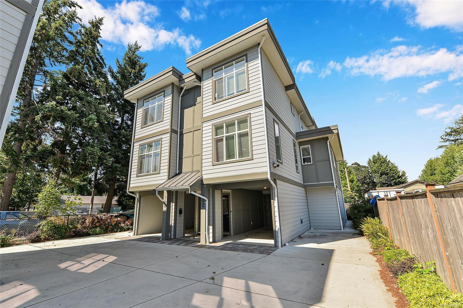 Main Photo: 102 944 DUNFORD Ave in : La Langford Proper Row/Townhouse for sale (Langford)  : MLS®# 850487