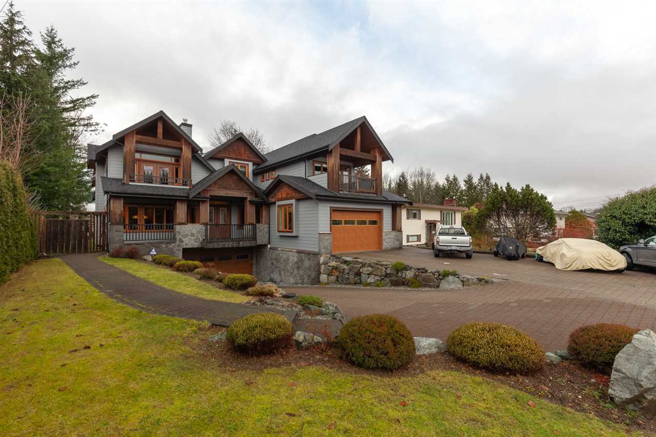 "Main Photo: 40211 GARIBALDI Way in Squamish: Garibaldi Estates House for sale in ""GARIBALDI ESTATES"" : MLS®# R2527050"