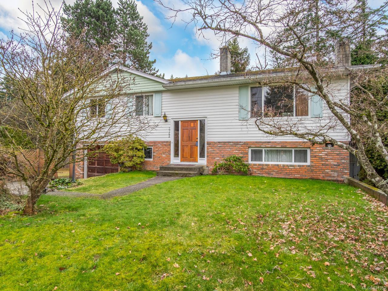 Main Photo: 3743 Uplands Dr in NANAIMO: Na Uplands House for sale (Nanaimo)  : MLS®# 831352