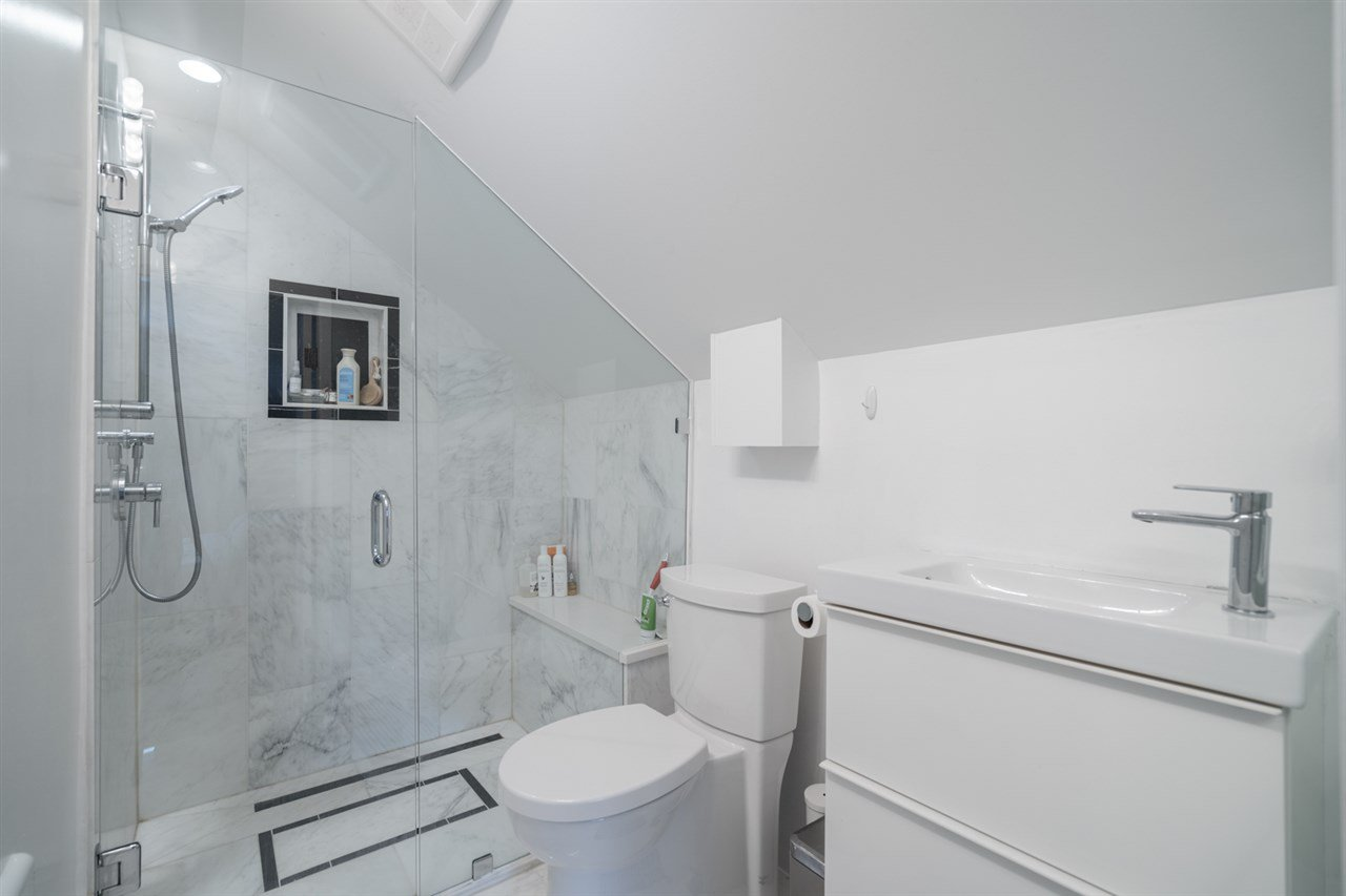 Photo 12: Photos: 4031 VICTORIA DRIVE in Vancouver: Victoria VE House for sale (Vancouver East)  : MLS®# R2429098
