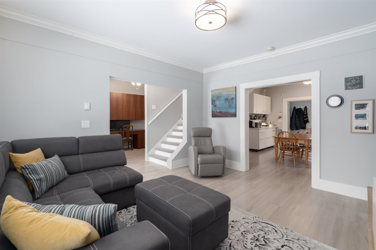 Photo 4: Photos: 4031 VICTORIA DRIVE in Vancouver: Victoria VE House for sale (Vancouver East)  : MLS®# R2429098