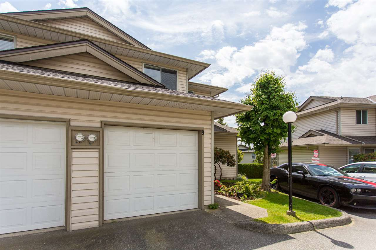 """Main Photo: 9 3070 TOWNLINE Road in Abbotsford: Abbotsford West Townhouse for sale in """"Westfield Place"""" : MLS®# R2460117"""