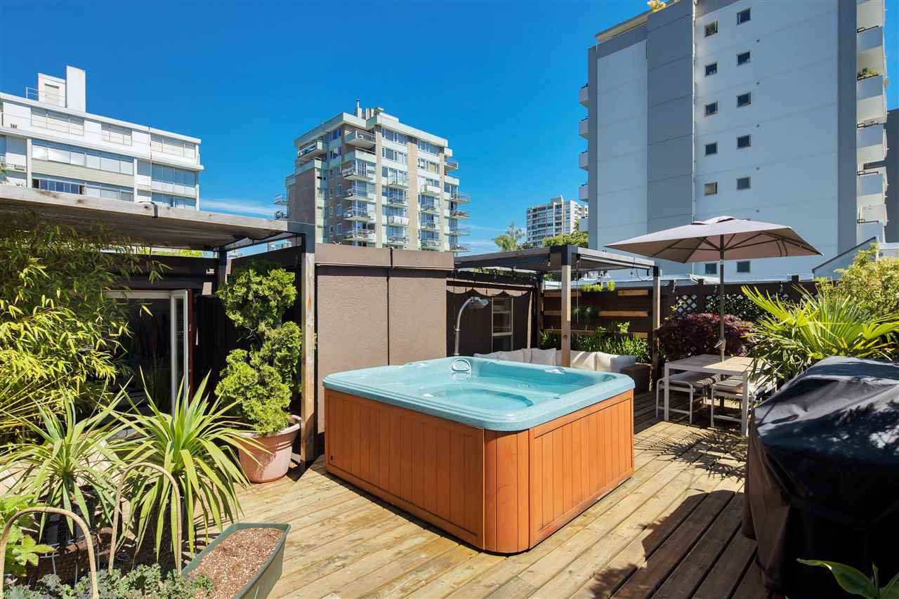 """Main Photo: 301 1940 BARCLAY Street in Vancouver: West End VW Condo for sale in """"BOURBON COURT"""" (Vancouver West)  : MLS®# R2461604"""