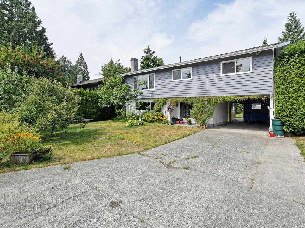 Main Photo: 2111 CENTENNIAL Avenue in Port Coquitlam: Glenwood PQ House for sale : MLS®# R2399551