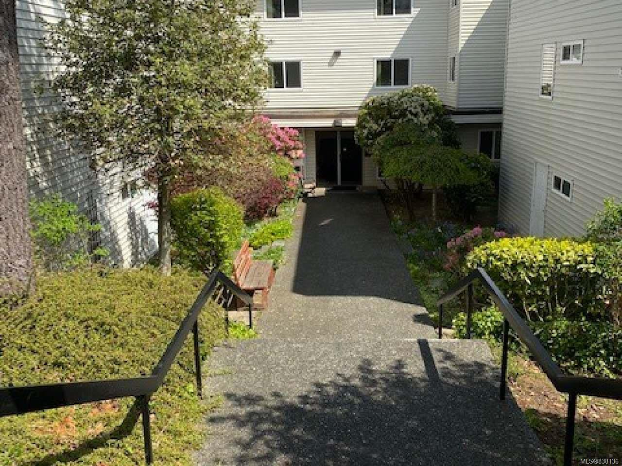 Main Photo: 303 615 Alder St in CAMPBELL RIVER: CR Campbell River Central Condo for sale (Campbell River)  : MLS®# 838136