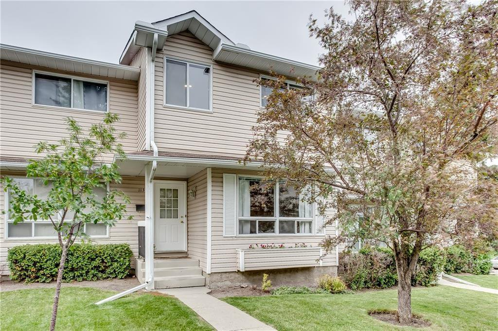 Main Photo: 113 WOODSMAN Lane SW in Calgary: Woodbine Row/Townhouse for sale : MLS®# C4259264