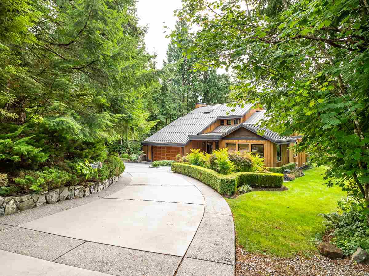 Main Photo: 40543 THUNDERBIRD Ridge in Squamish: Garibaldi Highlands House for sale : MLS®# R2404519