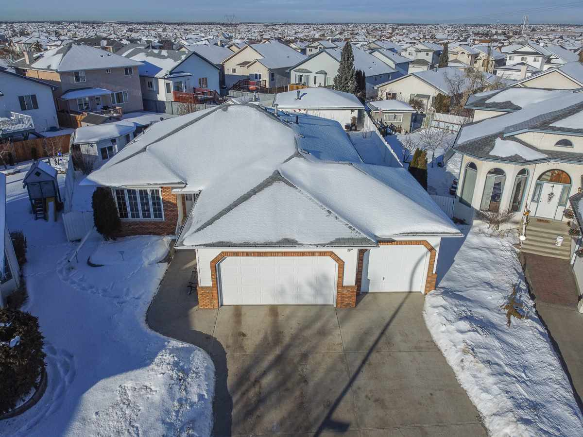 Main Photo: 16216 63 Street in Edmonton: Zone 03 House for sale : MLS®# E4186571