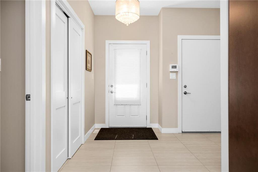 Photo 2: Photos: 2 80 Sandrington Drive in Winnipeg: Condominium for sale (2E)  : MLS®# 202021038