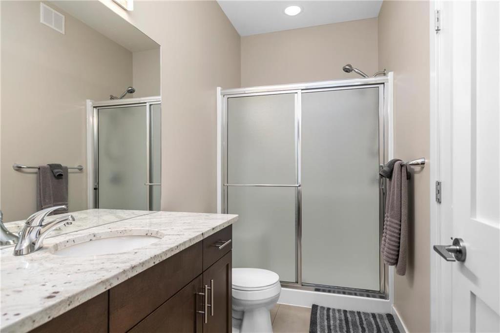Photo 12: Photos: 2 80 Sandrington Drive in Winnipeg: Condominium for sale (2E)  : MLS®# 202021038