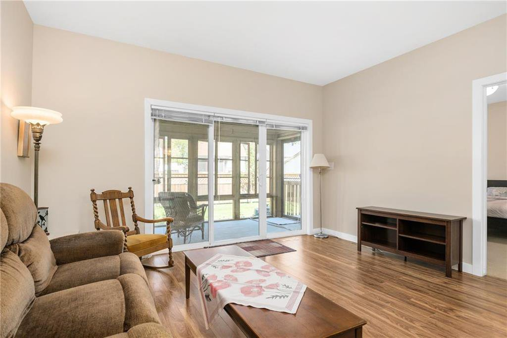 Photo 8: Photos: 2 80 Sandrington Drive in Winnipeg: Condominium for sale (2E)  : MLS®# 202021038