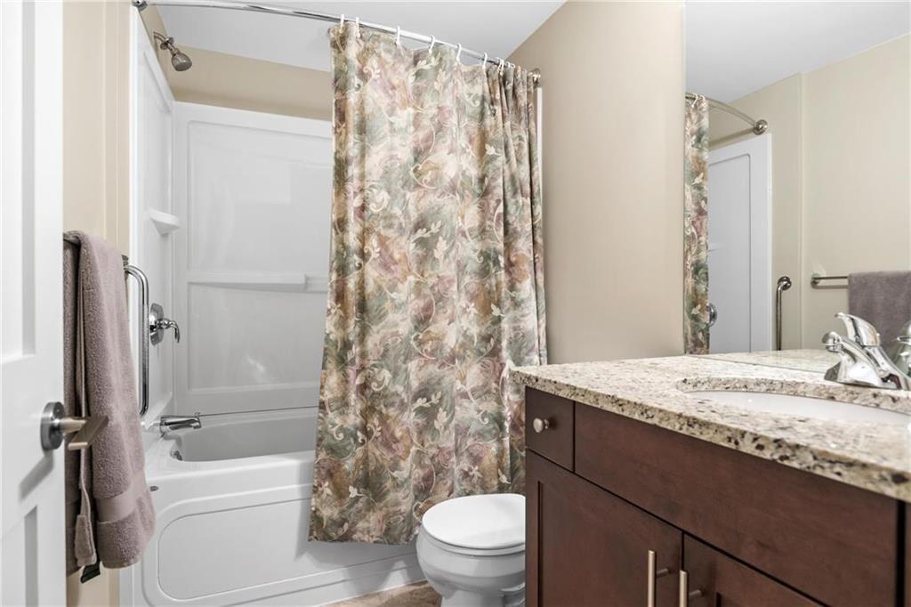 Photo 14: Photos: 2 80 Sandrington Drive in Winnipeg: Condominium for sale (2E)  : MLS®# 202021038