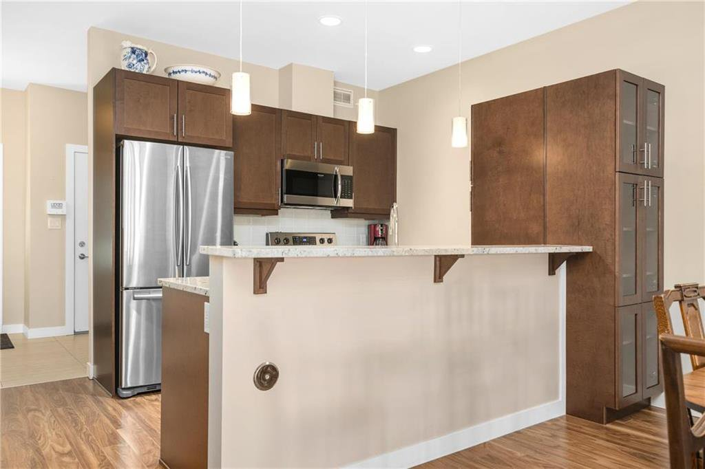 Photo 5: Photos: 2 80 Sandrington Drive in Winnipeg: Condominium for sale (2E)  : MLS®# 202021038