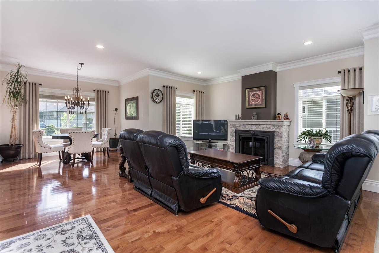 "Photo 8: Photos: 34416 ROCKRIDGE Place in Mission: Hatzic House for sale in ""ROCKRIDGE ESTATES"" : MLS®# R2410764"