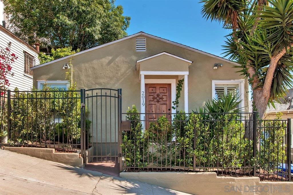 Main Photo: SAN DIEGO House for sale : 3 bedrooms : 2019 B St