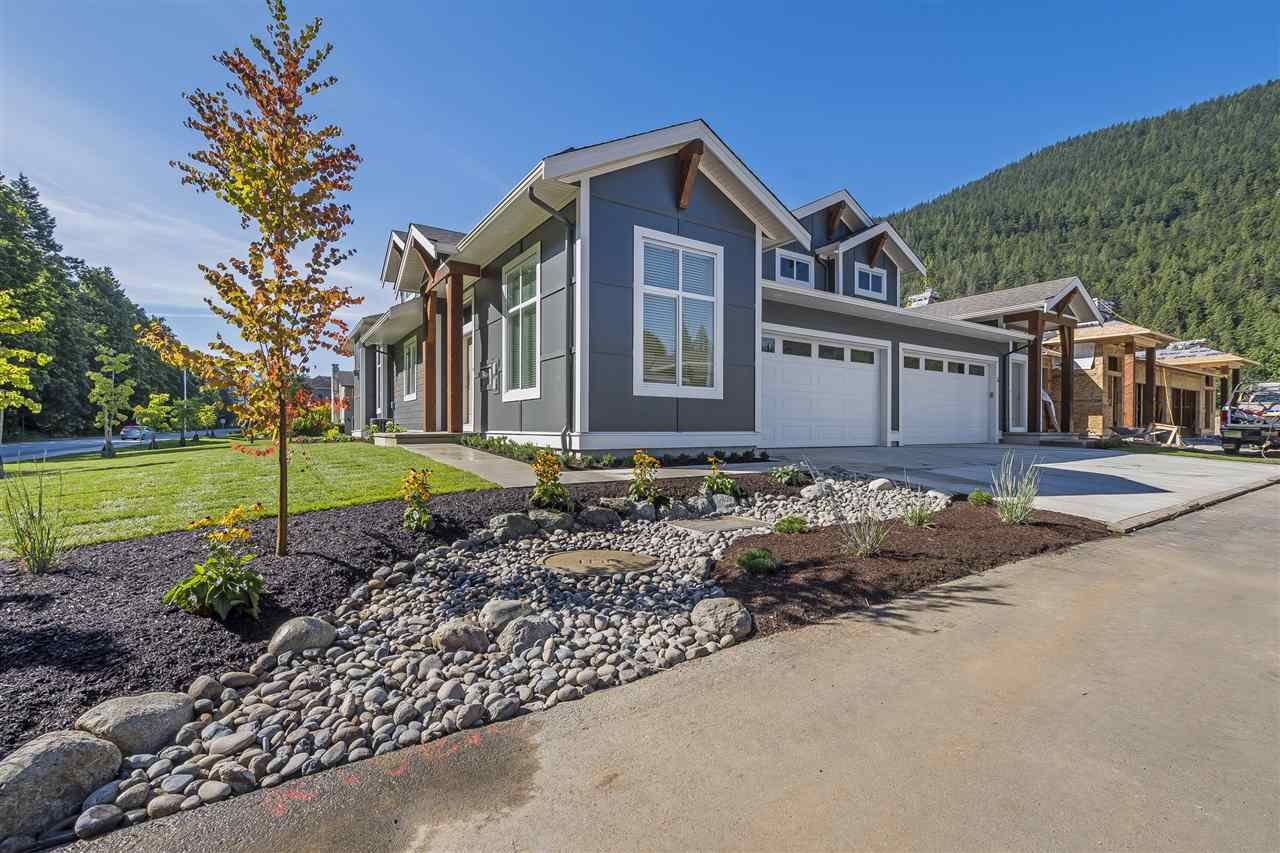 """Main Photo: 2 628 MCCOMBS Drive: Harrison Hot Springs House 1/2 Duplex for sale in """"EMERSON COVE"""" : MLS®# R2396820"""
