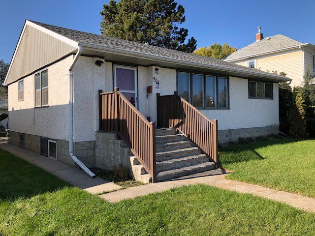 Main Photo: 9206 85 Street in Edmonton: Zone 18 House for sale : MLS®# E4175964