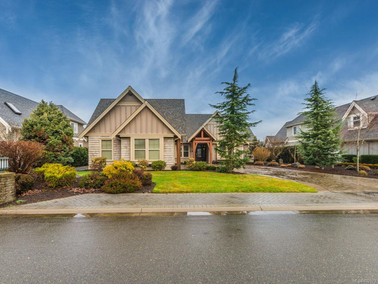 Main Photo: 841 Bluffs Dr in QUALICUM BEACH: PQ Qualicum Beach House for sale (Parksville/Qualicum)  : MLS®# 832073