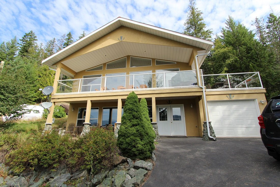 Main Photo: 5277 Hlina Road in Celista: North Shuswap House for sale (Shuswap)  : MLS®# 10190198