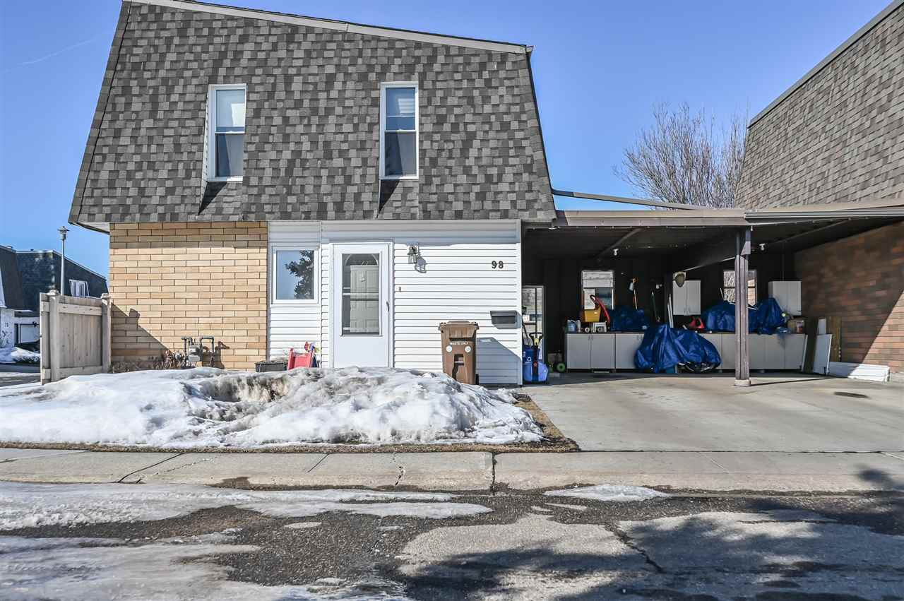 Main Photo: 98 GREENFIELD Estates: St. Albert Townhouse for sale : MLS®# E4192233