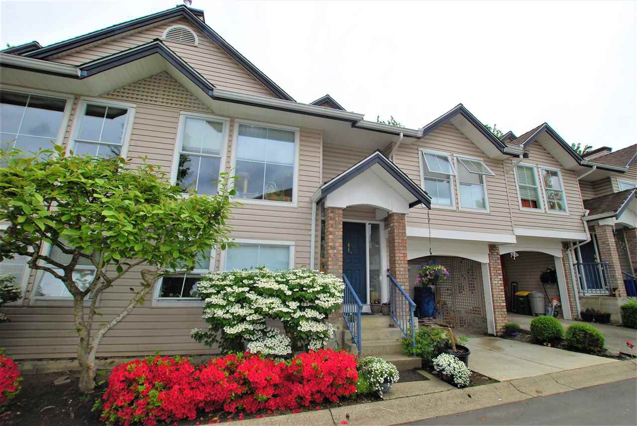 "Main Photo: 41 8716 WALNUT GROVE Drive in Langley: Walnut Grove Townhouse for sale in ""WILLOW ARBOUR"" : MLS®# R2455880"