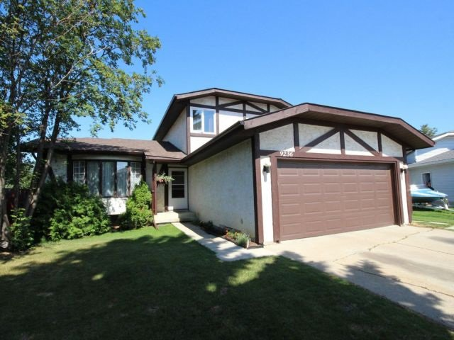 Main Photo: 9236 172 Avenue in Edmonton: Zone 28 House for sale : MLS®# E4166364