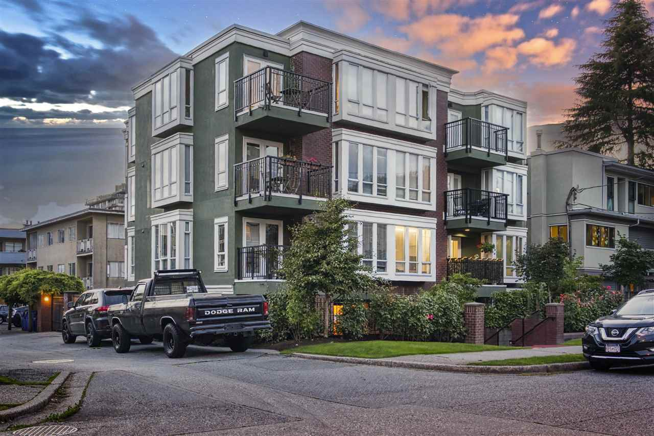 "Main Photo: 203 2825 ALDER Street in Vancouver: Fairview VW Condo for sale in ""Breton Mews"" (Vancouver West)  : MLS®# R2480515"