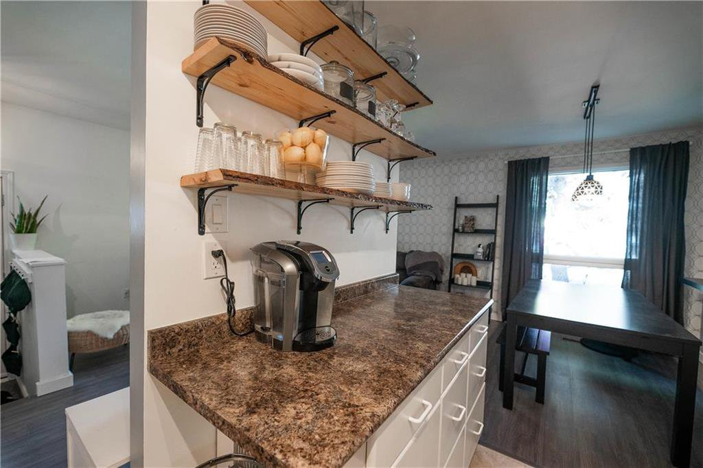 Photo 10: Photos: 912 Greencrest Avenue in Winnipeg: Fort Richmond Residential for sale (1K)  : MLS®# 202025586