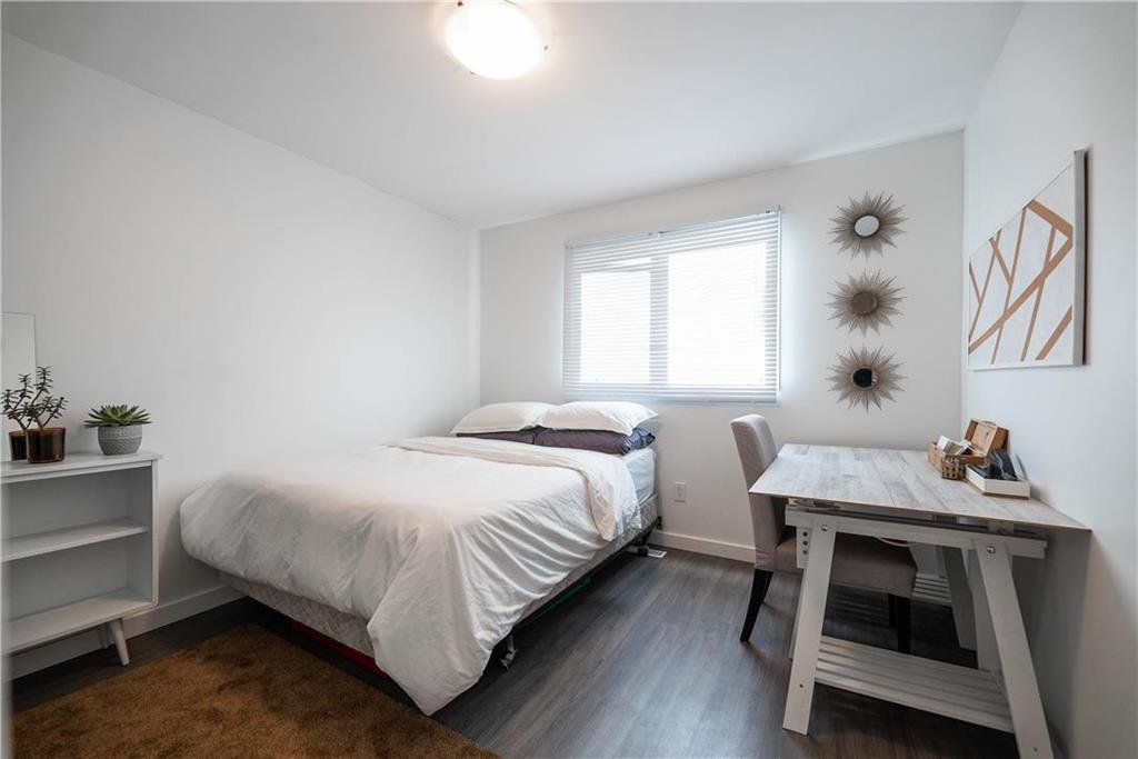 Photo 11: Photos: 912 Greencrest Avenue in Winnipeg: Fort Richmond Residential for sale (1K)  : MLS®# 202025586