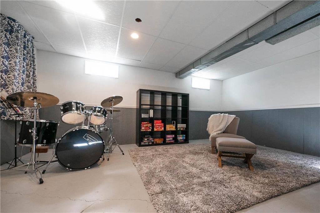 Photo 19: Photos: 912 Greencrest Avenue in Winnipeg: Fort Richmond Residential for sale (1K)  : MLS®# 202025586