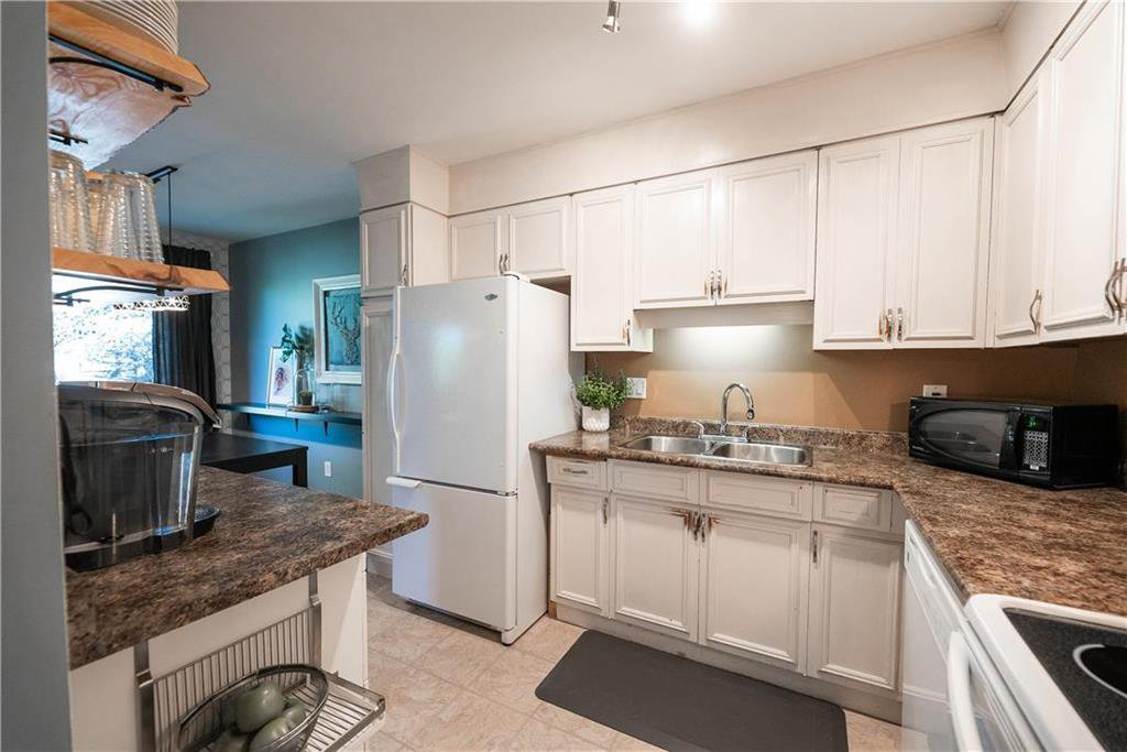 Photo 9: Photos: 912 Greencrest Avenue in Winnipeg: Fort Richmond Residential for sale (1K)  : MLS®# 202025586