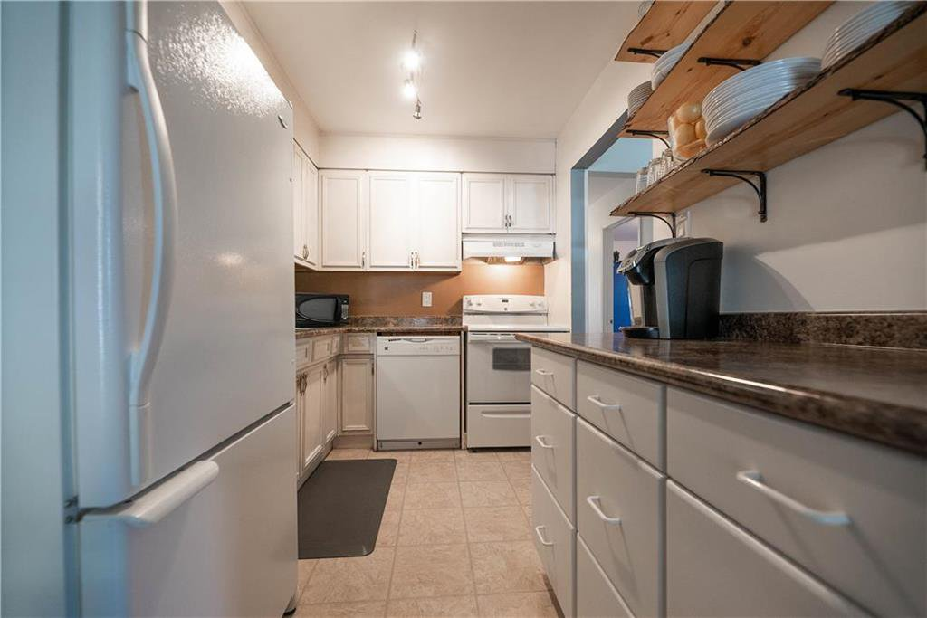 Photo 8: Photos: 912 Greencrest Avenue in Winnipeg: Fort Richmond Residential for sale (1K)  : MLS®# 202025586
