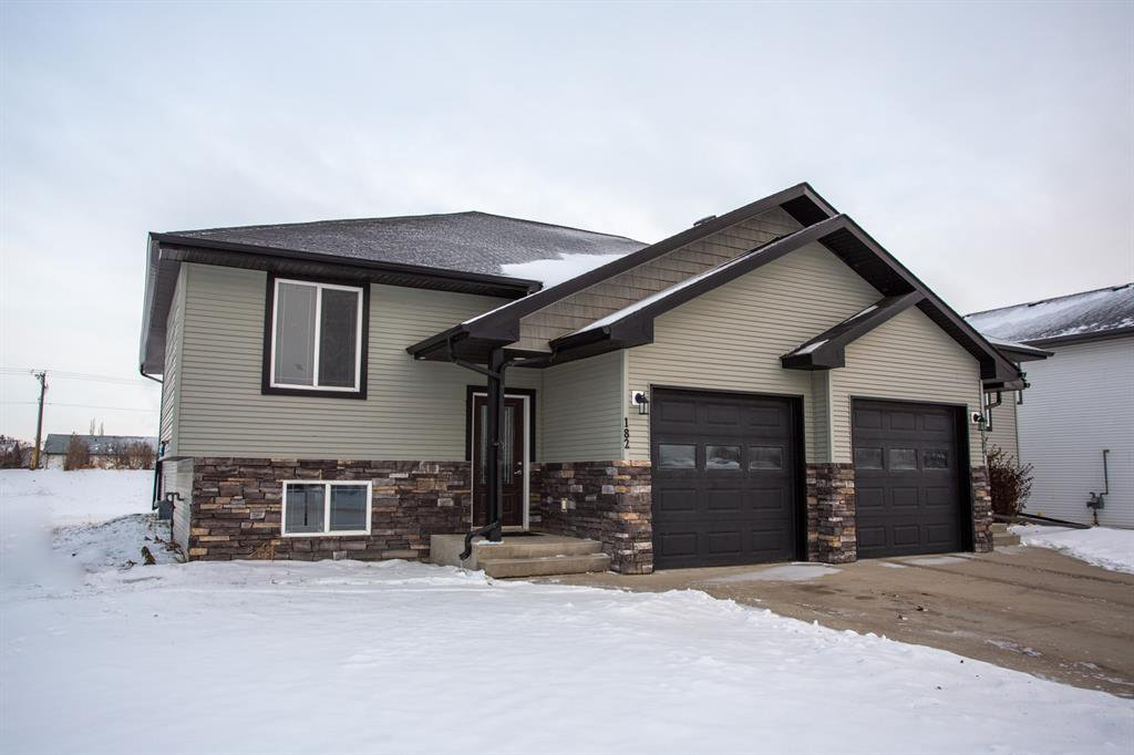 Main Photo: 182 W Jenners Crescent in Red Deer: Johnstone Crossing Residential for sale : MLS®# A1050306