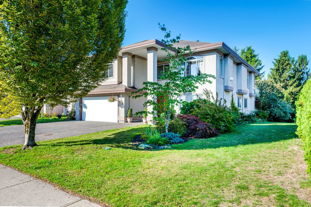 Main Photo: 12105 201 STREET in MAPLE RIDGE: Home for sale : MLS®# V1143036