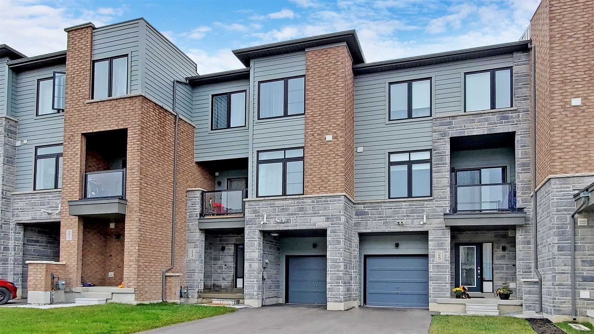 Main Photo: 23 Vantage Loop Drive in Newmarket: Woodland Hill House (3-Storey) for sale : MLS®# N5057667