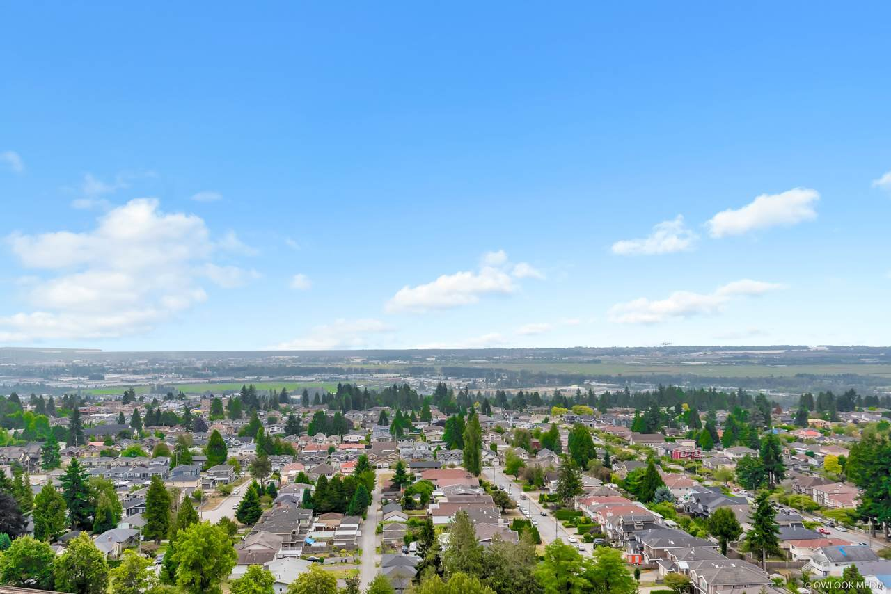 Main Photo: 2105 5051 IMPERIAL Street in Burnaby: Metrotown Condo for sale (Burnaby South)  : MLS®# R2401923