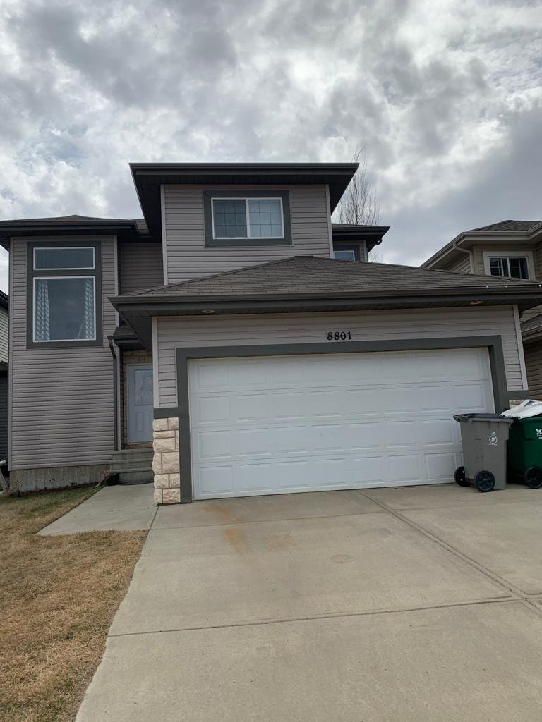 Main Photo: 8801 97 Avenue in Morinville: House for rent