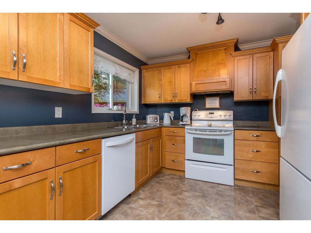 Photo 7: Photos: 6209 HOLLY Road: Agassiz House for sale : MLS®# R2388475