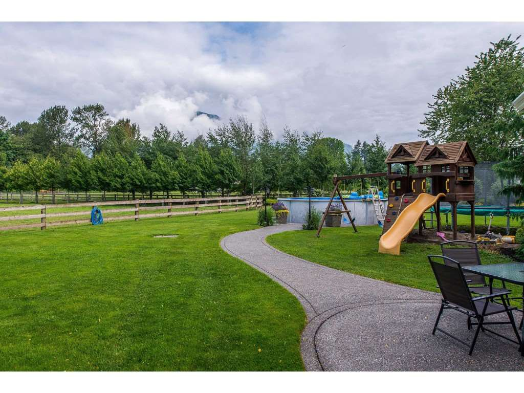 Photo 12: Photos: 6209 HOLLY Road: Agassiz House for sale : MLS®# R2388475