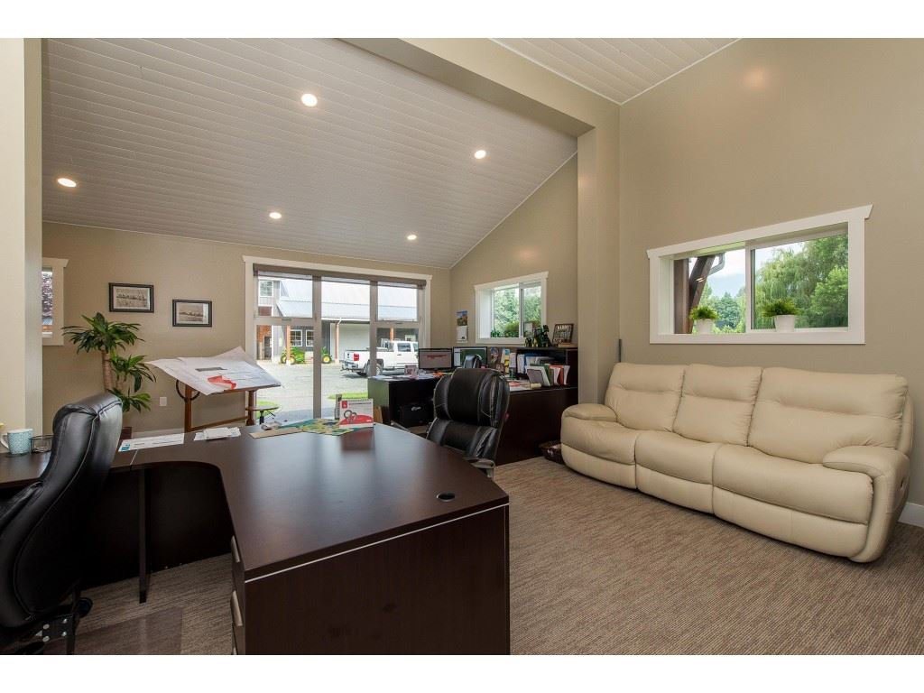 Photo 5: Photos: 6209 HOLLY Road: Agassiz House for sale : MLS®# R2388475