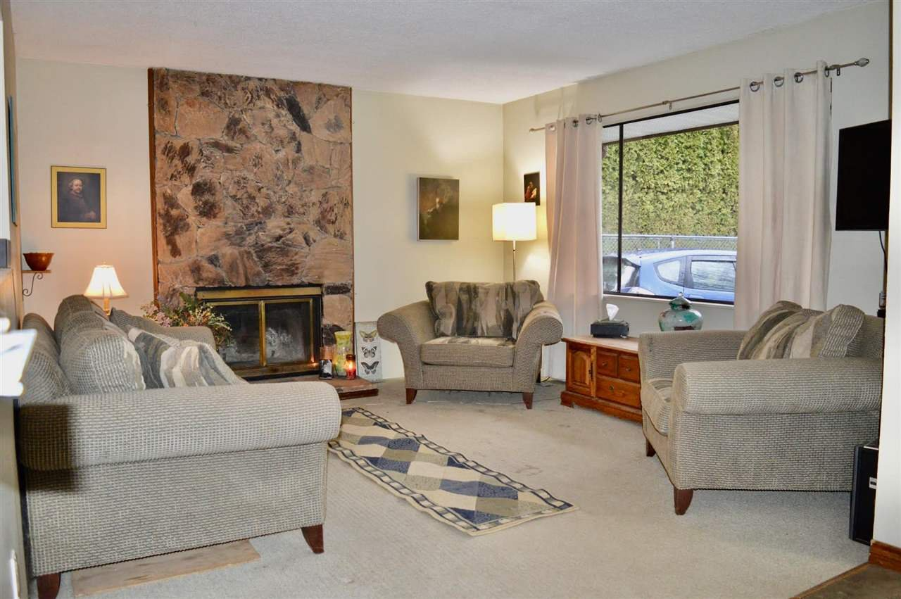 Photo 2: Photos: 20060 45 Avenue in Langley: Langley City House for sale : MLS®# R2448223