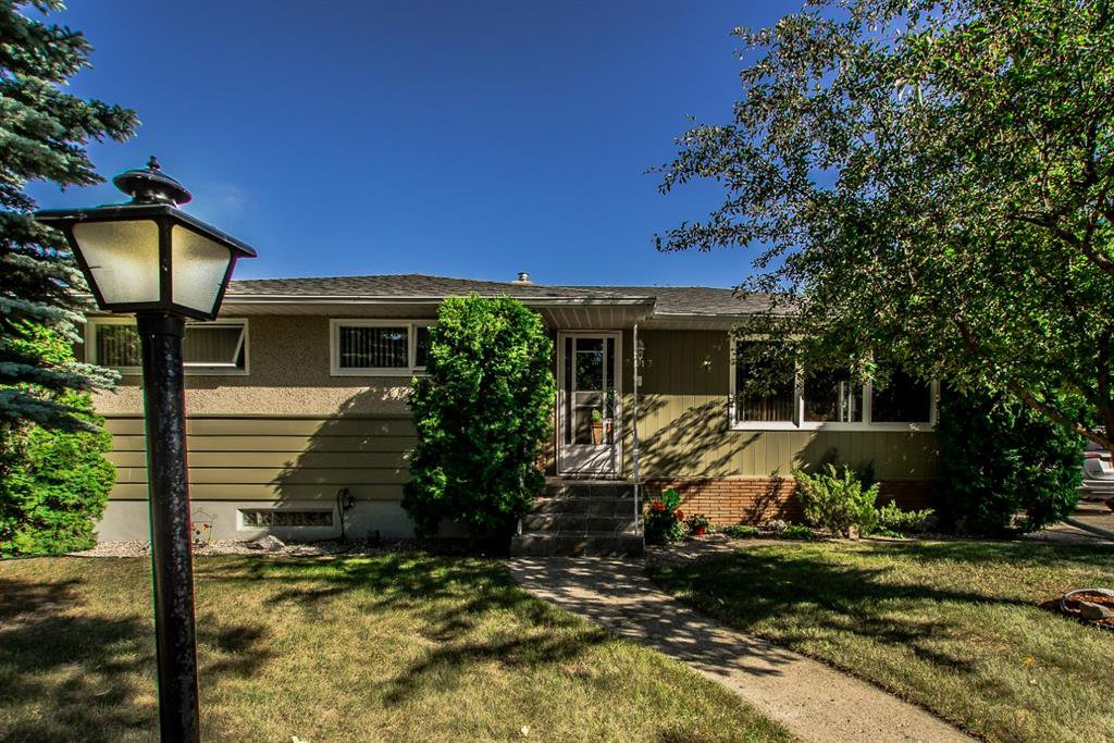 Main Photo: 2413 22 Street: Nanton Detached for sale : MLS®# A1024269