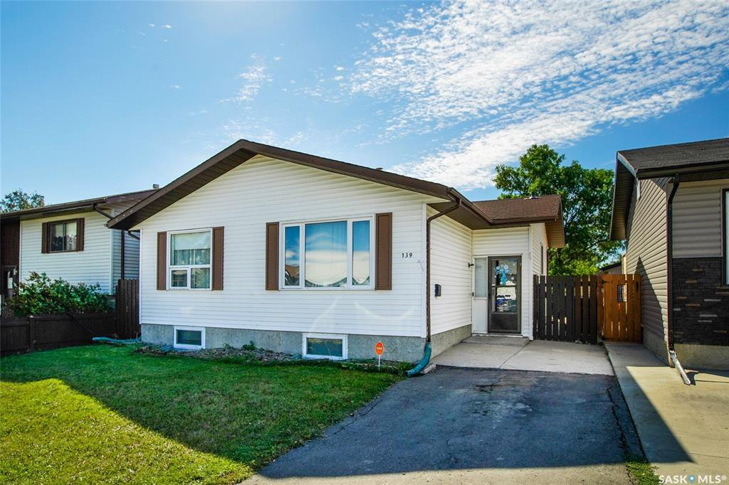 Main Photo: 139 Whelan Crescent in Saskatoon: Confederation Park Residential for sale : MLS®# SK825722