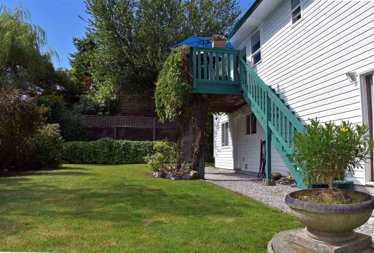 Photo 19: Photos: 5834 REEF Road in Sechelt: Sechelt District House for sale (Sunshine Coast)  : MLS®# R2442223