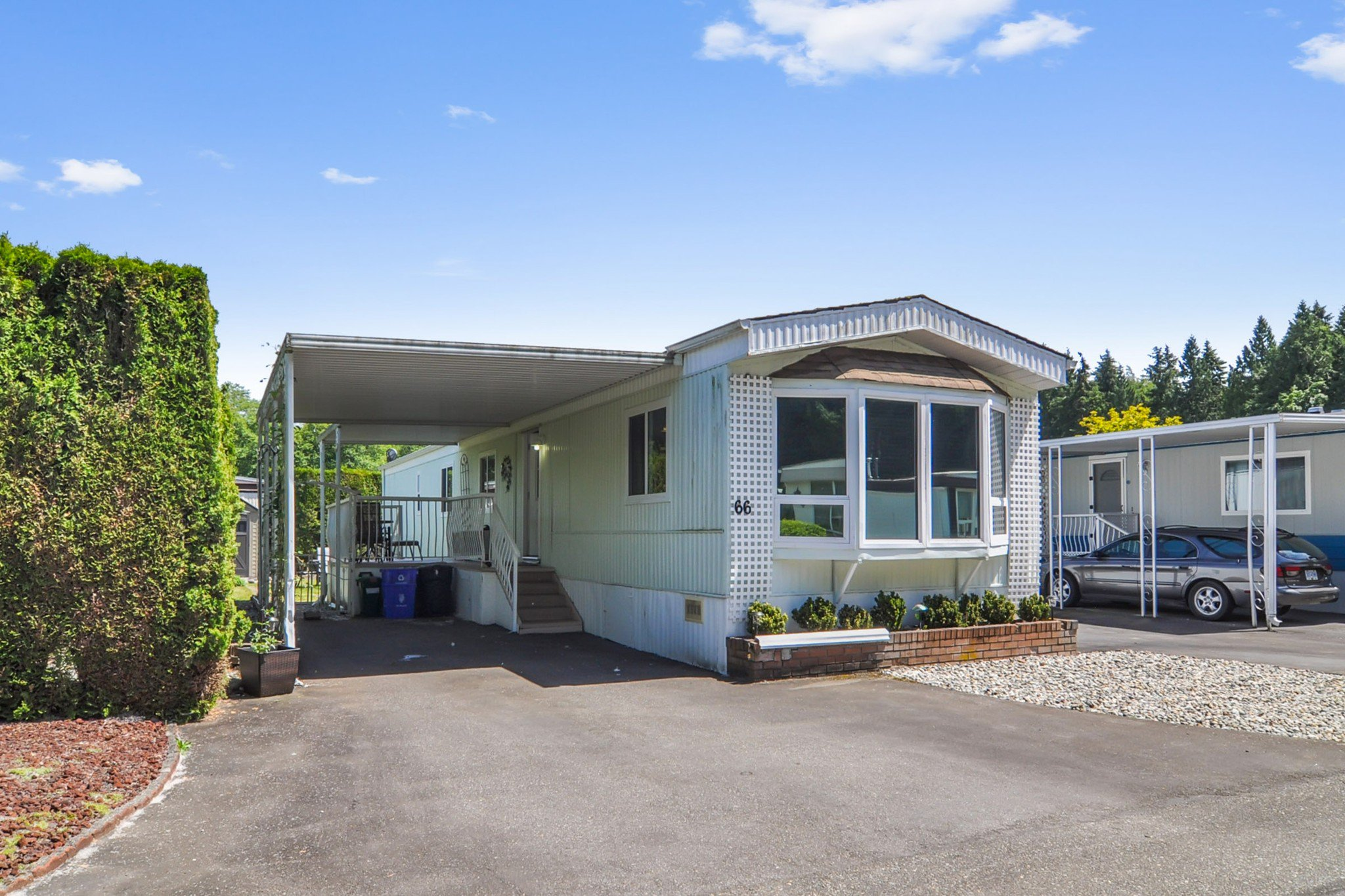 "Main Photo: 66 2270 196 Street in Langley: Brookswood Langley Manufactured Home for sale in ""Pineridge Park"" : MLS®# R2459842"