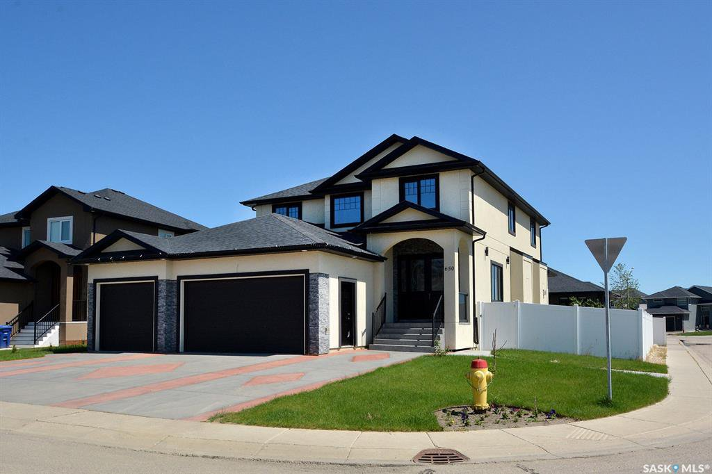 Main Photo: 650 Hastings Crescent in Saskatoon: Rosewood Residential for sale : MLS®# SK817171