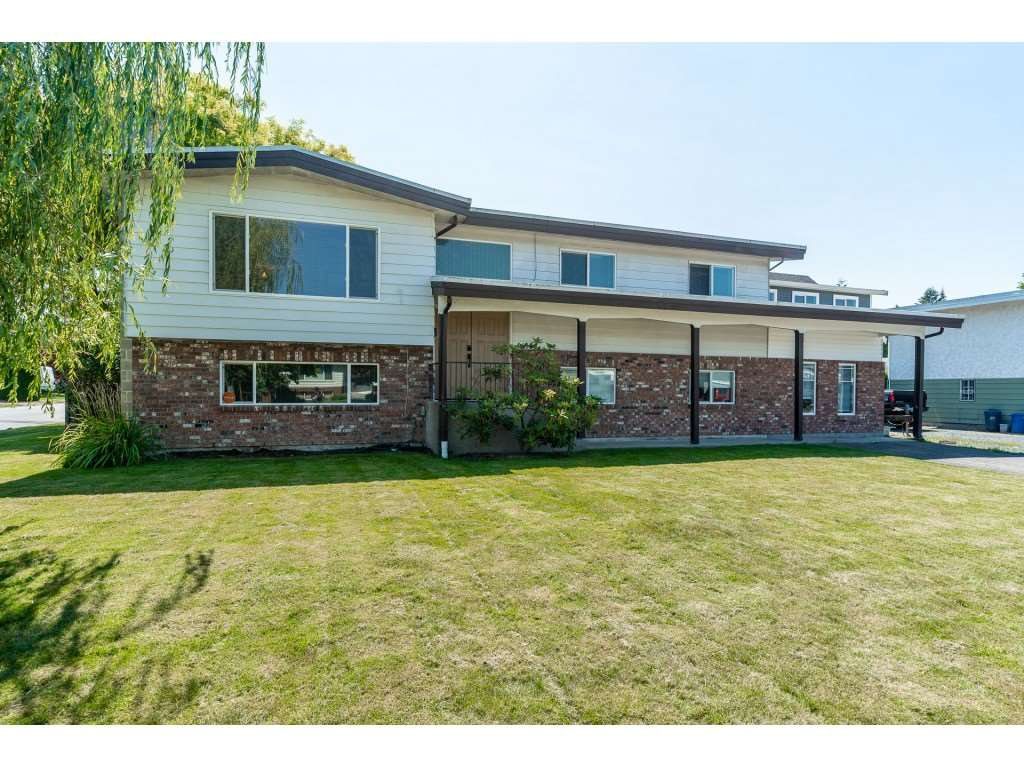 Main Photo: 46108 CLARE Avenue in Chilliwack: Fairfield Island House for sale : MLS®# R2483715