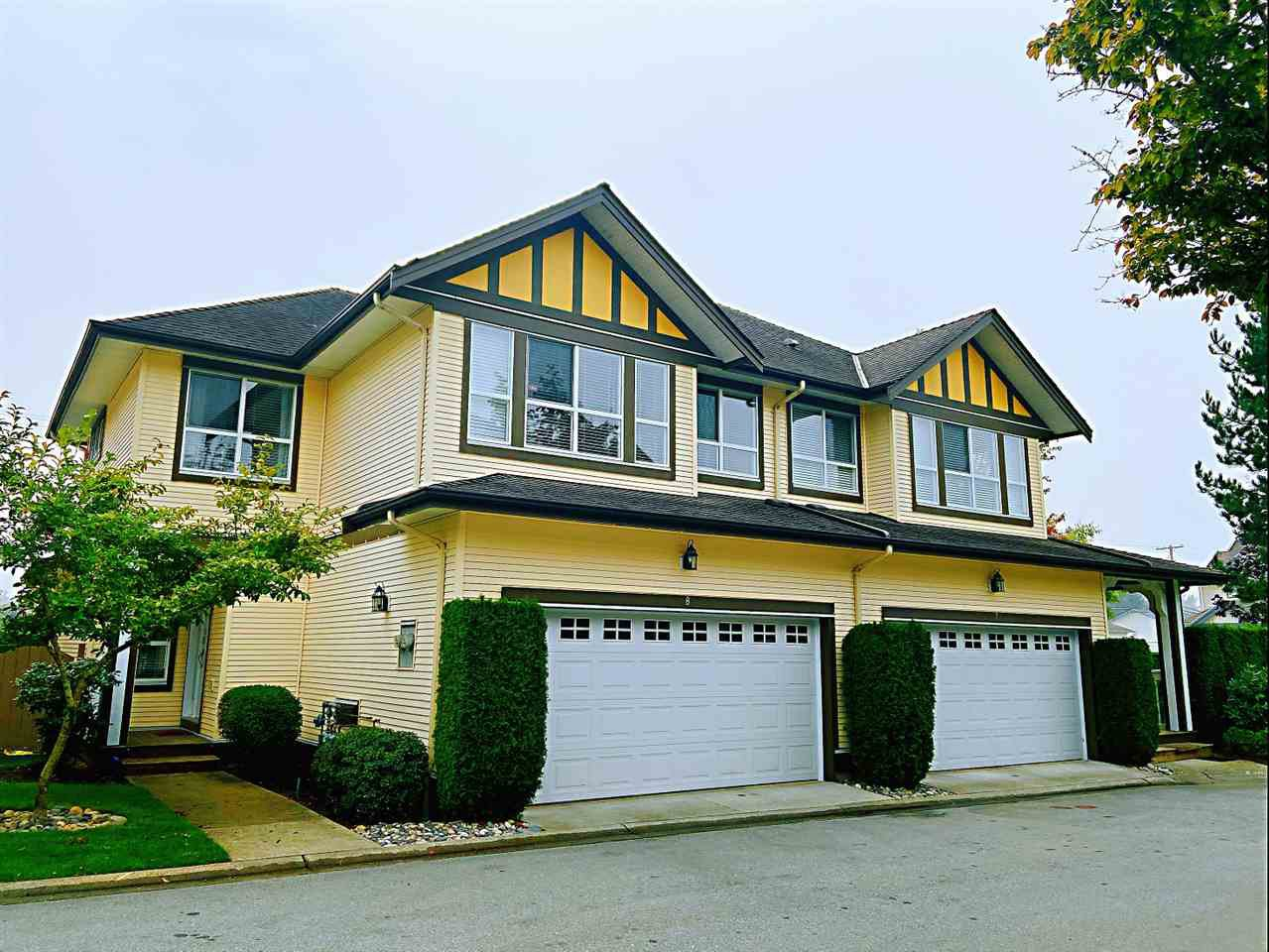 Main Photo: 8 8250 158 Street in Surrey: Fleetwood Tynehead Townhouse for sale : MLS®# R2497169