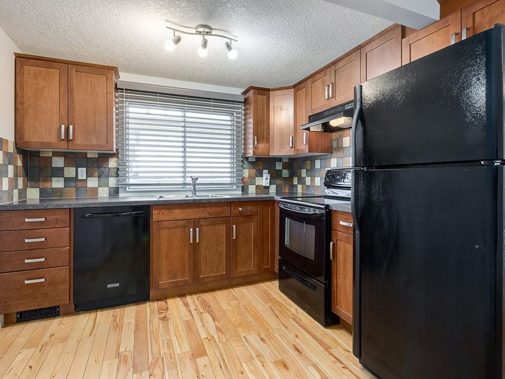 Main Photo: 25 Silverdale PL NW in Calgary: Silver Springs House for sale : MLS®# C4290404