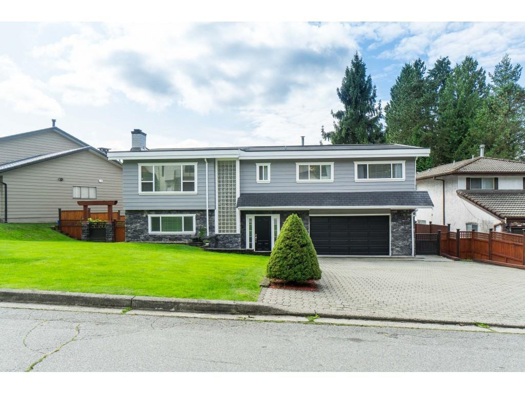Main Photo: 2961 CAMROSE Drive in Burnaby: Montecito House for sale (Burnaby North)  : MLS®# R2408423